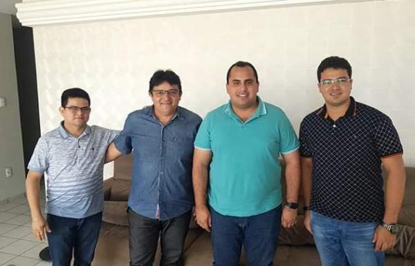 Com Gustavo Neiva e Georgiano Neto, Almir Reis se articula pela Prefeitura de Floriano.(Imagem:Divulgação)