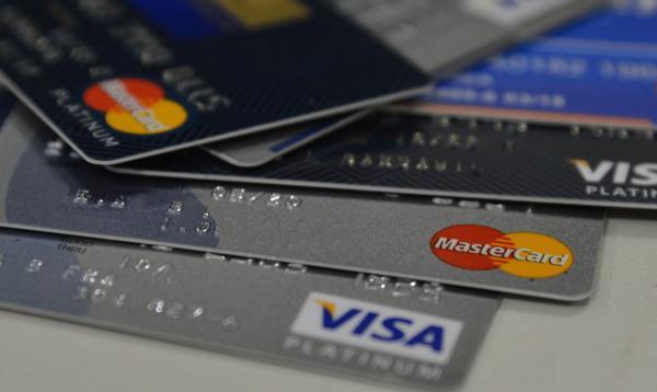 Fuja dos principais golpes com o cartão de crédito no Carnaval.(Imagem:Divulgação)