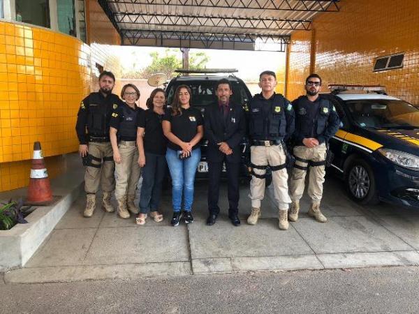 PRF em conjunto com o MPPI e Conselho Tutelar realiza campanha educativa em Floriano.(Imagem:PRF)