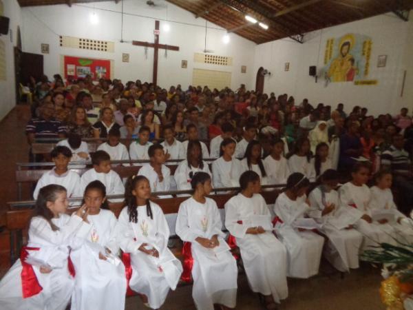 Jovens recebem Sacramentos da Primeira Eucaristia em Floriano.(Imagem:FlorianoNews)