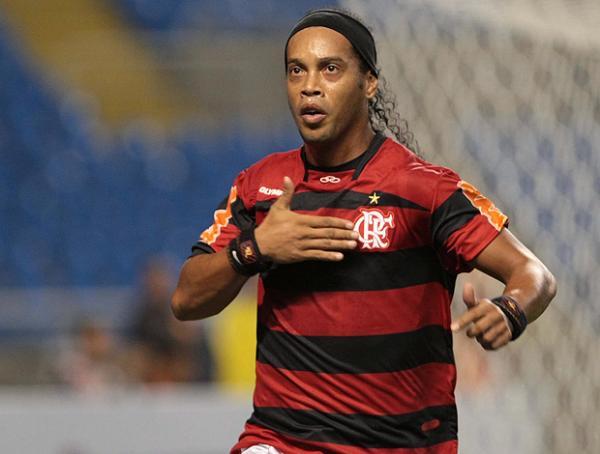 Ronaldinho celebra gol da primeira vitória do Fla na Sul-Americana.(Imagem:Internet)