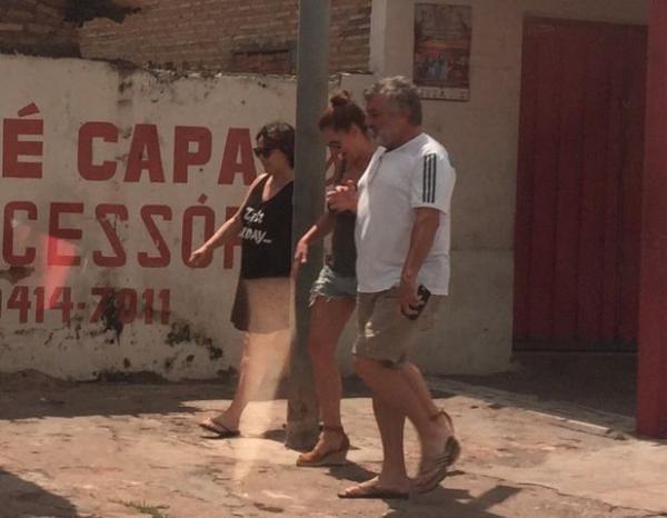 Artistas globais são flagrados fazendo caminhada em Floriano.(Imagem:Velhomonge.com)