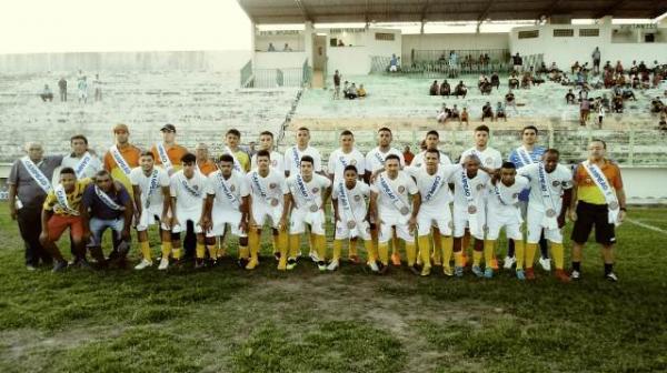 Amistoso entre Atletas do Futuro e Sampaio Corrêa termina com empate em Floriano.(Imagem:FlorianoNews)