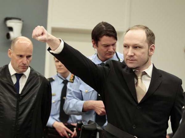 Anders Behring Breivik chega ao tribunal em Oslo, Noruega.    (Imagem:Hakon Mosvold Larsen / Pool / AP Photo)
