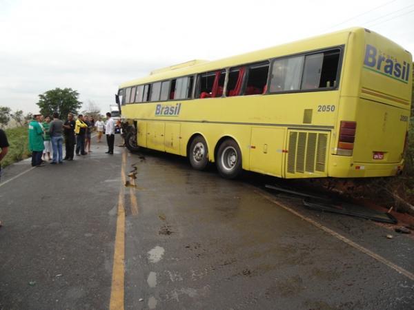 Acidente envolvendo reboque e ônibus deixa um morto na PI-140.(Imagem:Polícia Civil)