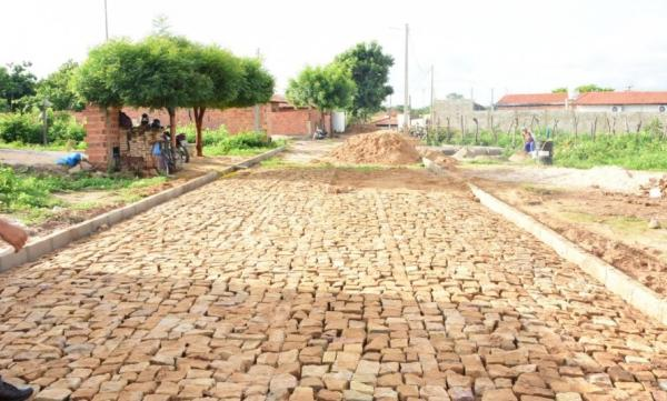 Calçamento contempla ruas do bairro Santa Rita em Floriano(Imagem:Secom)