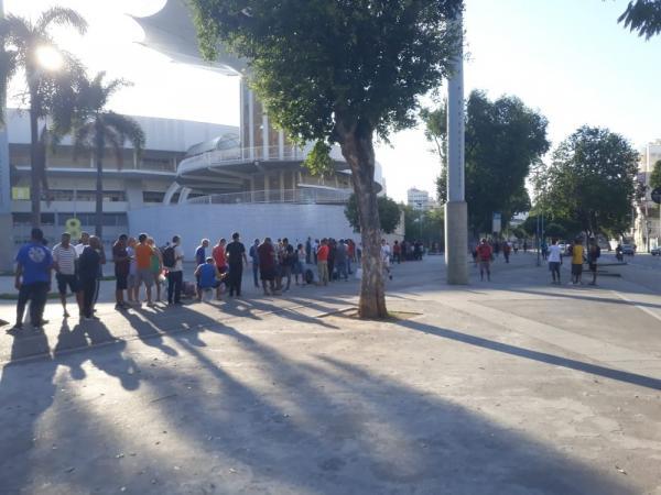 Fila por ingressos no Maracanã na manhã desta terça-feira.(Imagem:Fred Huber)