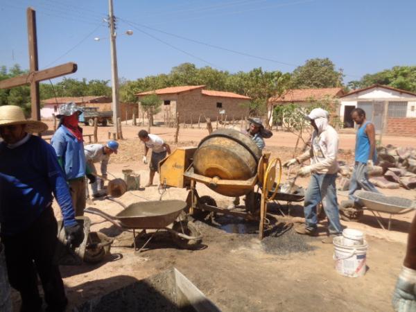 Comunidade realiza mutirão para construção da Igreja de Nossa Senhora Aparecida.(Imagem:FlorianoNews)