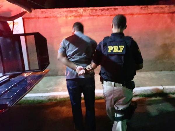 PRF prende homem com mandado de prisão em Floriano.(Imagem:PRF)