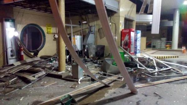 Criminosos explodem caixa eletrônico e fogem levando dinheiro em Floriano.(Imagem:Divulgação/Whats App)