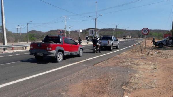 Condutor detido em Floriano afirma que desconhecia presença de droga no veículo.(Imagem:Força Tática)