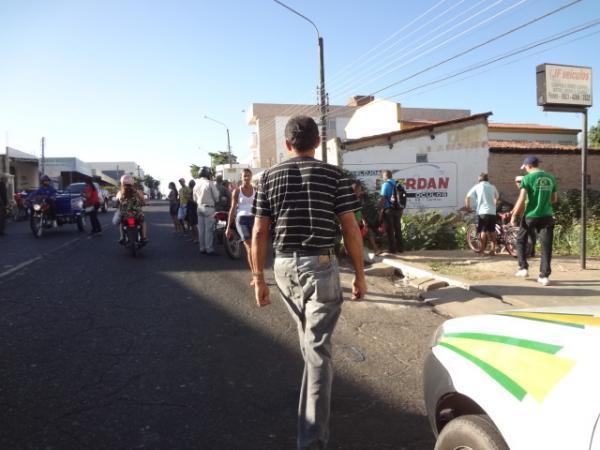 Jovem cai de moto e morre no acostamento de avenida em Floriano.(Imagem:FlorianoNews)