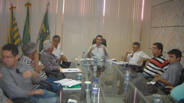 Prefeito de Floriano apresenta planilha de custos para a realização da 43ª Feira Agropecuária.(Imagem:FlorianoNews)