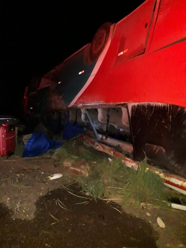 Ônibus vira em Bertolínia e deixa mais de 40 feridos (Imagem:Divulgação)