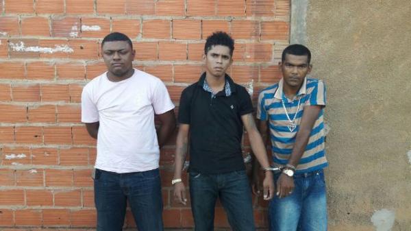 Florianenses são presos por porte ilegal de arma de fogo e associação criminosa.(Imagem:Divulgação/PM)