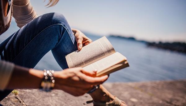 A leitura melhora nossos relacionamentos e ajuda a criar conexão entre as pessoas.(Imagem:Pexels)