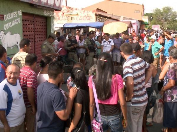 Suspeito de assalto foi atingido quando deixava o local do crime.(Imagem:Reprodução/Tv Clube)