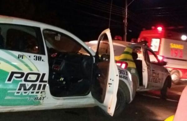 Viatura da PM se envolve em acidente com motocicleta em Floriano.(Imagem:Reprodução/WhatsApp)