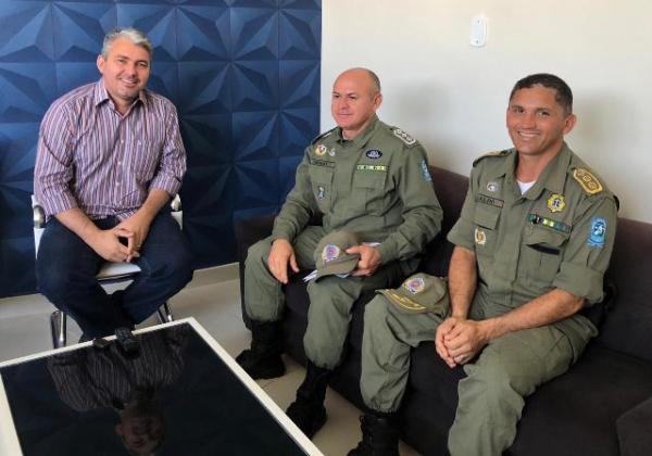 Mauricio Bezerra parabeniza comando da PM por combate à violência em Floriano.(Imagem:divulgação/Whats App)
