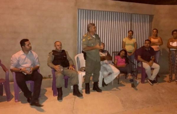 Polícia, Conselho de Segurança e Poder Legislativo participam de reunião no Residencial Bela Vista.(Imagem:Reprodução)