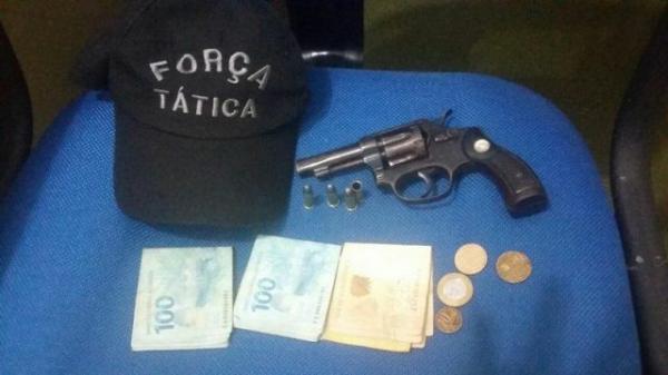 Jovem é preso por de porte ilegal de arma de fogo em Floriano.(Imagem:Marcony )