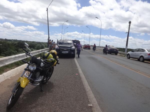 Colisão traseira envolveu dois veículos na ponte sobre o Rio Parnaíba.(Imagem:FlorianoNews)