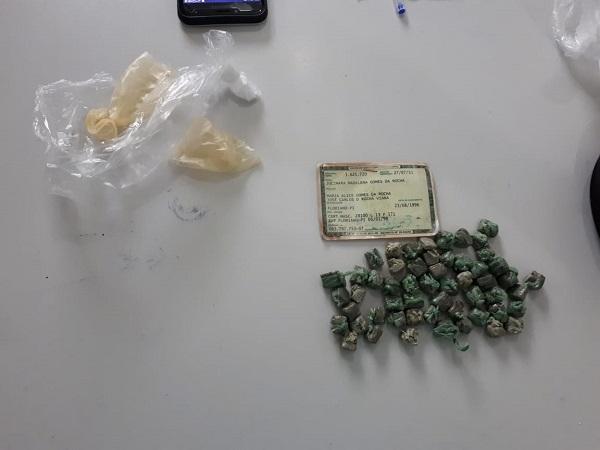 Droga Apreendida com a suspeita.(Imagem:Jc24horas)