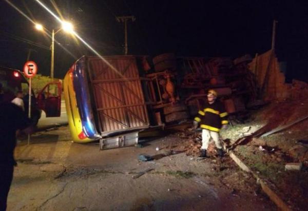 Colisão entre carro e micro-ônibus deixa um morto em Teresina.(Imagem:Reprodução)
