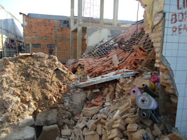 Telhado de loja cai e uma funcionária fica ferida em Floriano(Imagem:FlorianoNews)