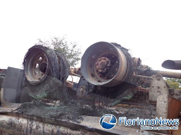Acidente na PI-140 deixa vítima carbonizada(Imagem:FlorianoNews)