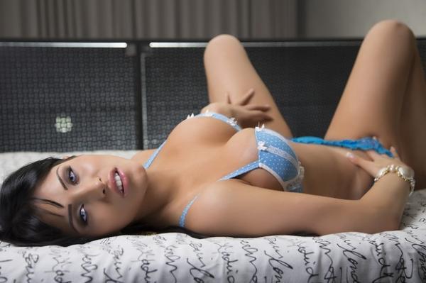 Claudia alende gostosa - 1 2