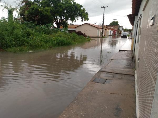 Forte chuva provoca alagamentos em Floriano.(Imagem:FlorianoNews)