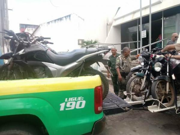 Motocicletas recuperadas pela PM chegam a Floriano.(Imagem:FlorianoNews)