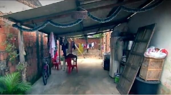 A casa onde Cida vive em bairro humilde de Itaguaí, interior do Estado do Rio.(Imagem:Reprodução/Record TV)