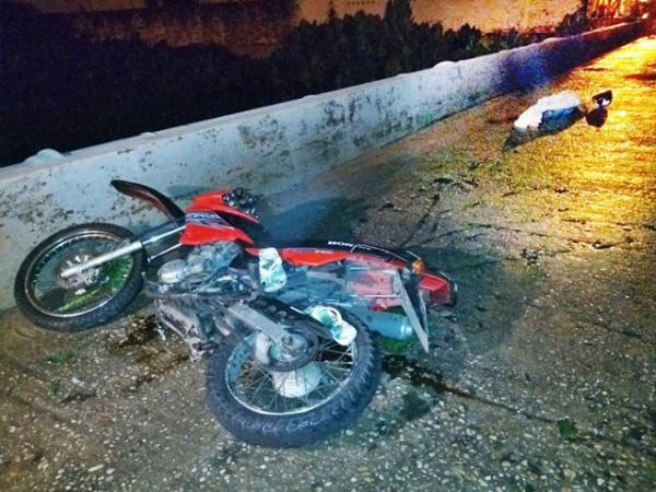 Jovem morre em acidente na ponte de acesso ao Tabuleiro em Parnaíba.(Imagem:Jornal da Parnaíba)