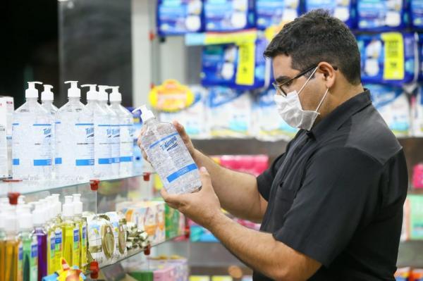 Empresas podem ser multadas em caso de aumento abusivo de preço de produtos como álcool em gel e máscara, alerta Procon.(Imagem:Camila Lima/SVM)