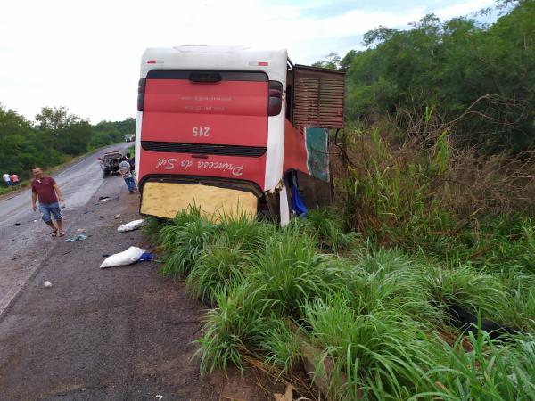 Ônibus vira em Bertolínia e deixa mais de 40 feridos(Imagem:Divulgação)