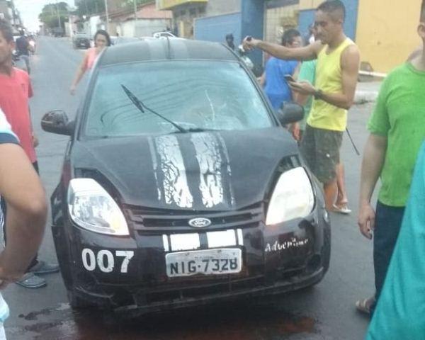Duas pessoas ficam feridas em acidente entre carro e moto em Floriano. (Imagem:FlorianoNews)