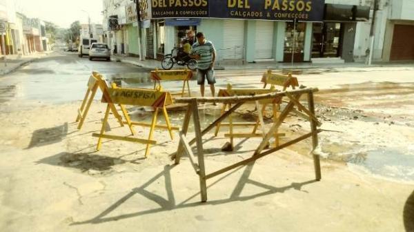 Rompimento de adutora da Agespisa causa transtornos a Florianenses.(Imagem:FlorianoNews)