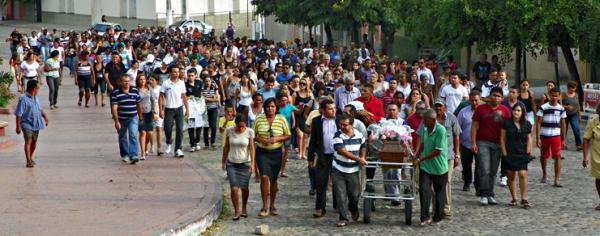 Jovem Angélica Maia é sepultada em meio a muita comoção e tristesa.(Imagem:Cidades na net)
