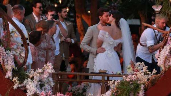 Klebber Toledo e Camila Queiroz se casam em Jericoacoara.(Imagem:Divulgação)