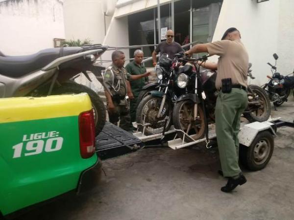 Motocicletas recuperadas pela PM chegam a Floriano.(Imagem:3° BPM)