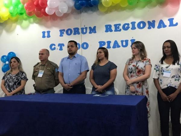 Floriano sedia Fórum Regional de Conselheiros e Ex-conselheiros Tutelares do Piauí.(Imagem:SECOM)
