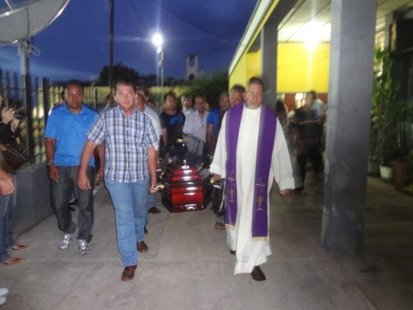 Florianenses prestaram última homenagem ao Frei Antônio Curcio.(Imagem:FlorianoNews)