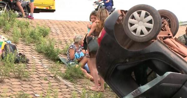 Ocupante do veículo reclama de dores em uma das mão(Imagem:TV Clube)