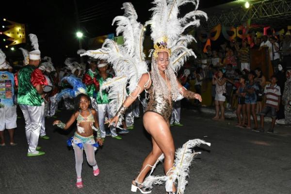 Desfile das Escolas de Samba e Arrastão fecham Carnaval de Floriano 2018.(Imagem:SECOM)
