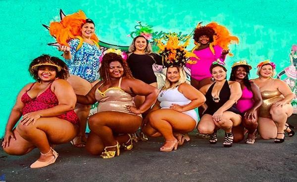 Nilma Duarte (abaixo, a segunda da esquerda para direita) e suas grandonas, como chama as amigas, ainda no início de seu projeto de inclusão.(Imagem:Arquivo pessoal)