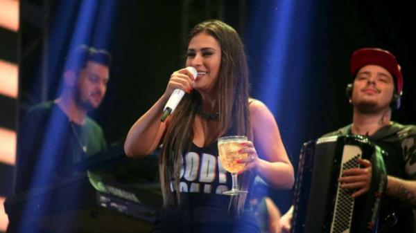 A cantora, dupla com Simaria, decidiu comentar as polêmicas dentro do