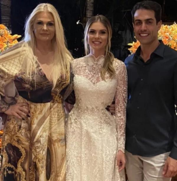 Monique e Bárbara Evans em festa de noivado.(Imagem:Reprodução/Instagram)
