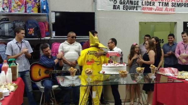 Gerente do Paraíba de Floriano faz aniversario e ganha festa surpresa.(Imagem:Divulgação)